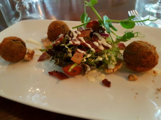 Abbeyleix, Irlande : Starters: Black Pudding Bon-Bons and Duck Spring Roll