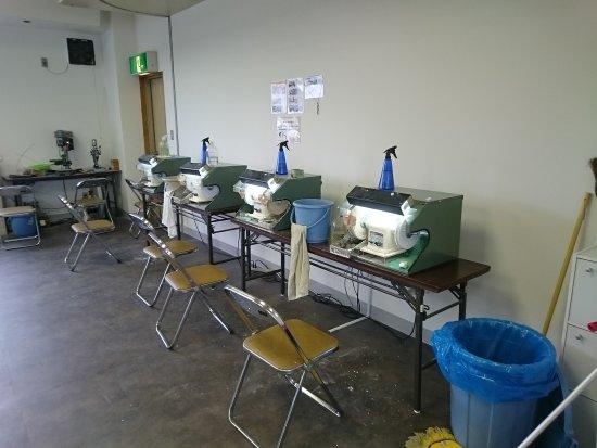 Sabae, Japón: 2Fの工房にある削り機(ここで自分で削ります)