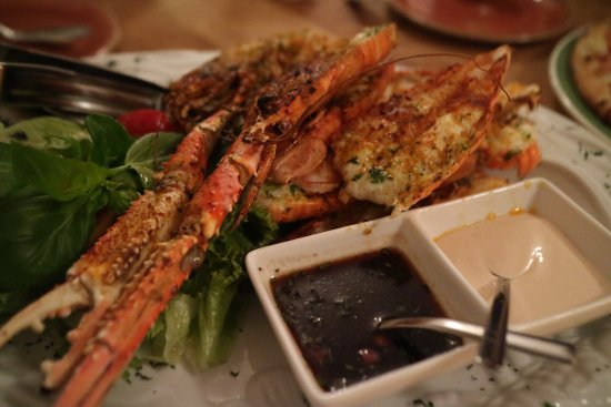Hofn, Island: 必點主菜阿! Lanoustine整隻與尾包的組合式套餐 8900ISK,貴,但是超值得的!