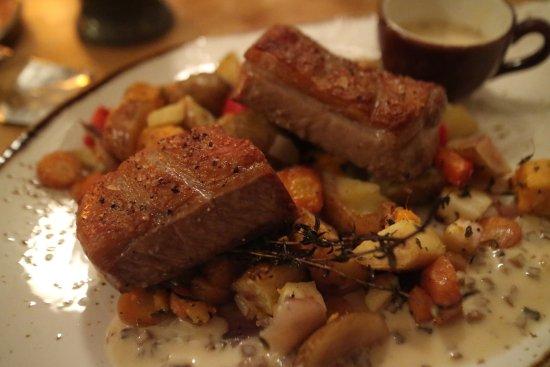 Hofn, Island: 來冰島當然要嚐嚐放牧美出來的鮮嫩羊肉排呀!