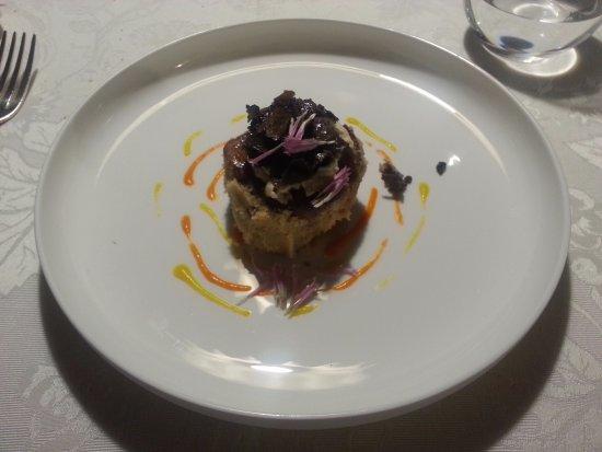 Valdagno, Italia: Reale di vitello, topinambur, mandorla e tartufo nero nostrano