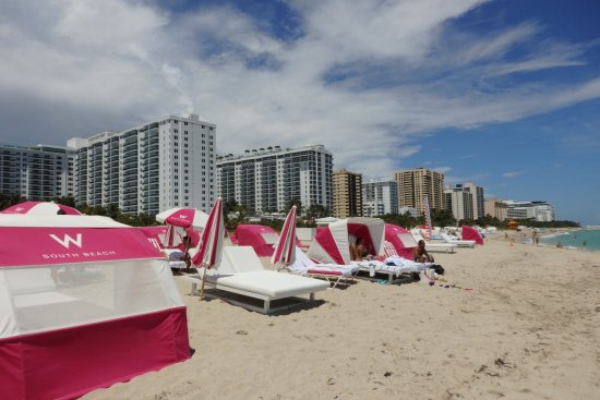 W South Beach: Strandabschnitt mit Service