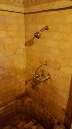 Rambutan Boutique Hotel: Shower superior room