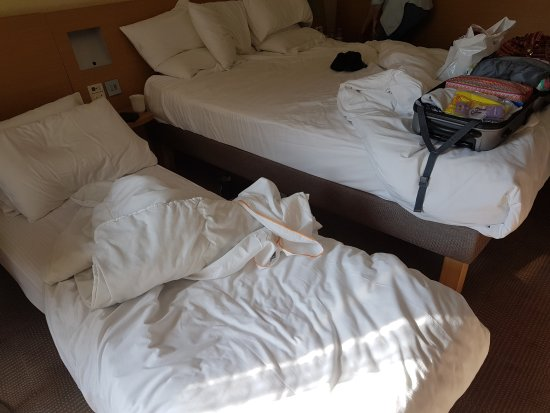 Novotel London Tower Bridge: Single camp bed crammed next to our double for our 21 year old son.