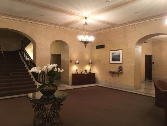 The Boston Common Hotel and Conference Center: Udefra, i lobbyen og på værelset