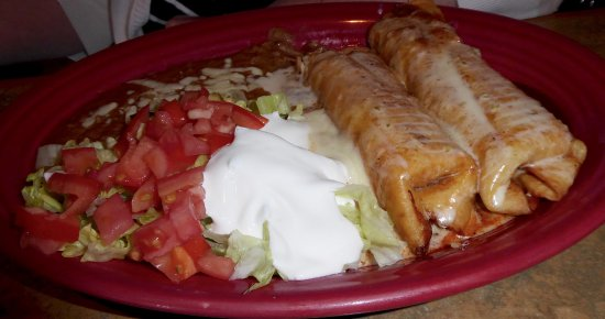 Mentor, Οχάιο: Chicken Chimichangas $12.99