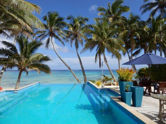 Τιτικαβέκα, Νήσοι Κουκ: Beachside setting