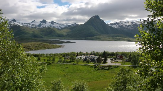 Laukvik, Noruega: Sandsletta camping, situated directly by fjord.