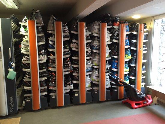 Besse-et-Saint-Anastaise, Francia: les chaussures