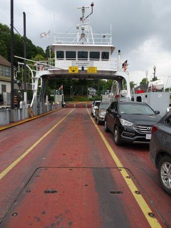 Gananoque, Kanada: Glenora Ferry