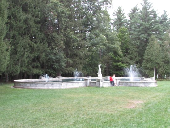 Yaddo Gardens: Gorgeous fountain