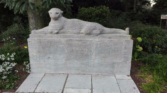 "Skulptur ""Liegender Panther"""