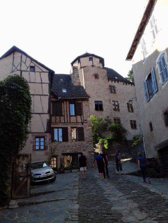Conques, Fransa: LE CHATEAU