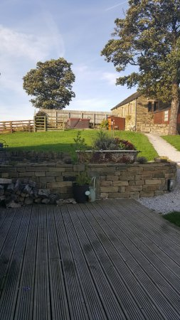 Liversedge, UK: view of the hot tub area