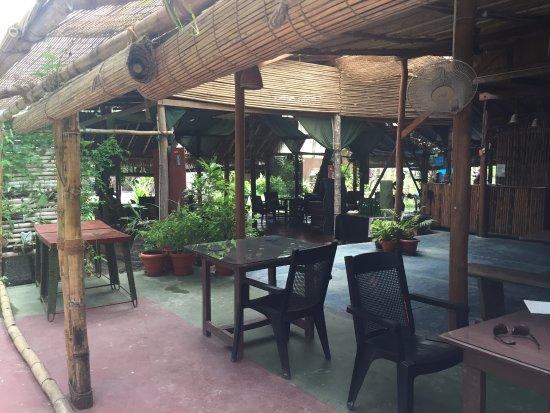 Island Vinnies Tropical Beach Cabana: The Full Moon Cafe