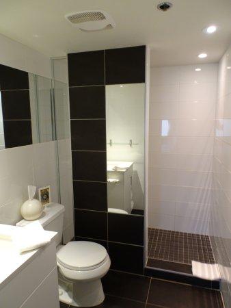 Hotel Zero 1: Modernes Bad Mit Dusche