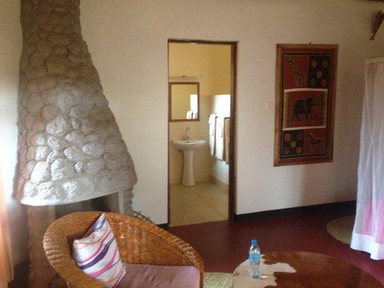 Karatu, Tanzania: Sitting area in room