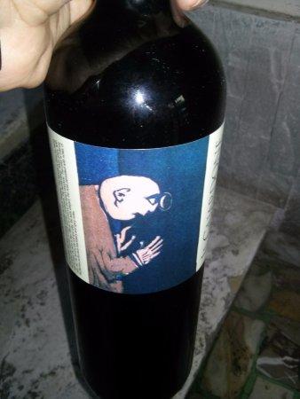 """Camaiore, Italia: Cantine Angeli: particolare etichetta vino """"Il Guardone"""""""