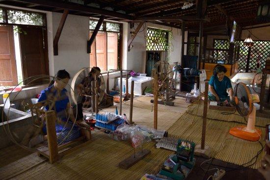 San Kamphaeng, Tailandia: Lavorazione