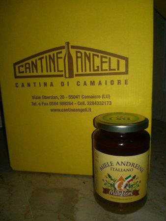 Camaiore, Italia: Cantine Angeli: scatola di cartone e miele