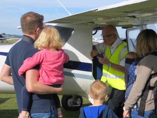 Camberley, UK: Family were allowed to look around the plane and made to feel part of the experience.