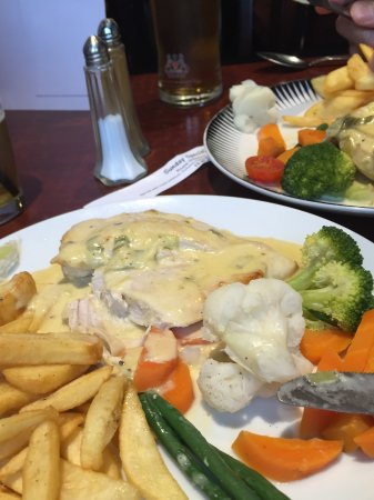 Troon, UK: Excellent chicken with gruyere sauce