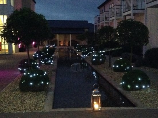 Deganwy, UK: Zen garden at night