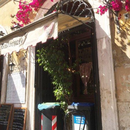 Ristochicco är den trevligaste och bästa restaurangen på Borgo Pio ...