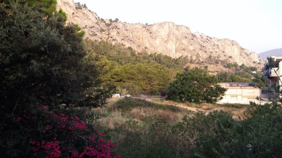 Addaura Hotel Residence Congressi: Balkondan dağ manzara
