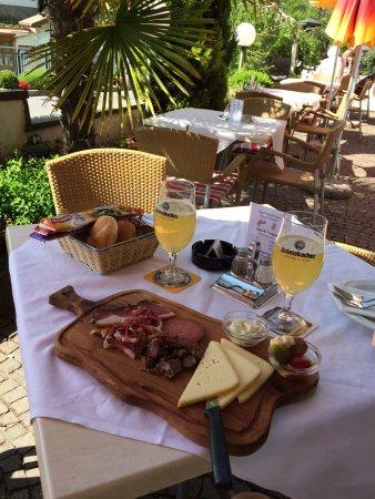 Brotzeit im Restaurant Schennerhof