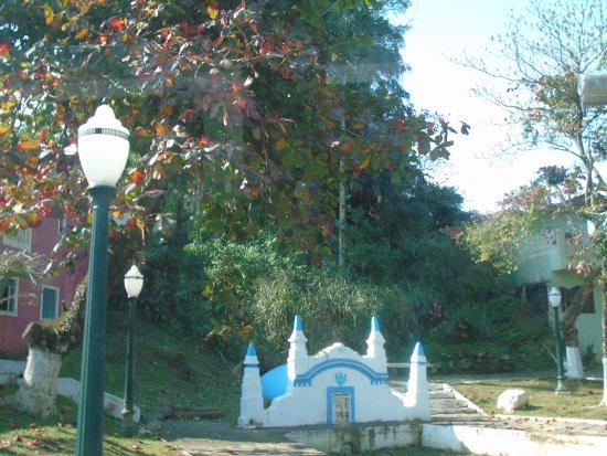 Antonina, PR: fonte onde D. Pedro II bebeu água, na época cristalina...