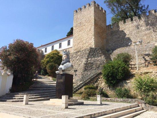 Castelo de Torres Novas e estátua de D. Sancho I
