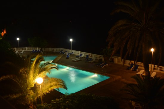 Alcanar, España: Piscina por la noche