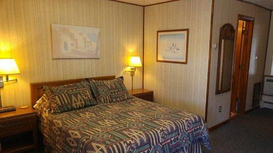 Bedroom 9 - retro chic!