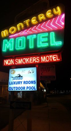 Monterey Non-Smokers Motel: Neon - come on in!