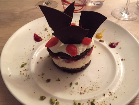 Monticello, France : Black forest cake