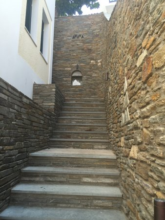 Batsi, Greece: Attention to detail in the wall outside room
