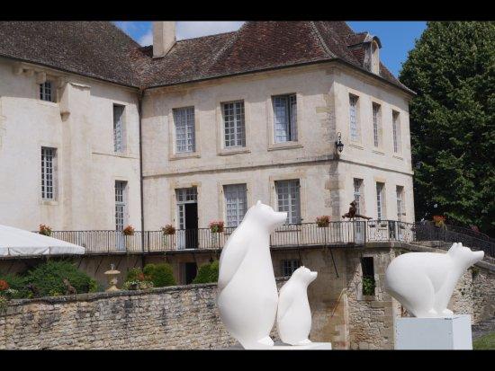 Gilly-les-Citeaux, Γαλλία: Un très beau cadre pour un bon repas