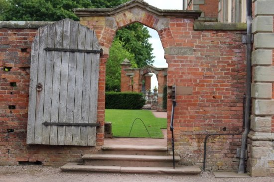 Worcester, UK: Hanbury  Hall. Through gates in the garden.
