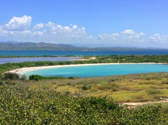 Playa Sucia: Una vista de Bahía Sucia, desde el techo del Faro de Cabo Rojo.