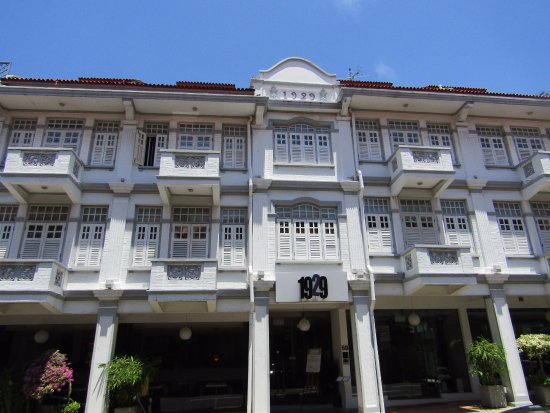 Hotel 1929: Hotel front