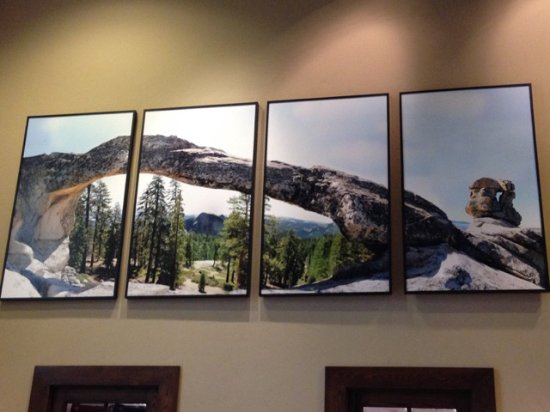 Tuolumne, CA: Rock arch photo in lobby