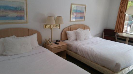 Fall Creek Inn & Suites: Deluxe 2 Queen, Standard 2 Queen