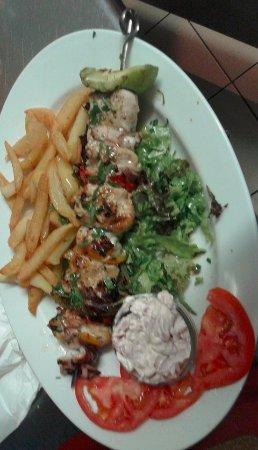 Порос, Греция: fish souvlaki