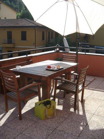 Pianoro, Italie : Zighy - Petit-déjeuner en terrasse