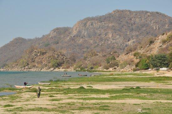 Cape Maclear, Malaui: De over van Lake Malawi (het groene deel was ooit water....)