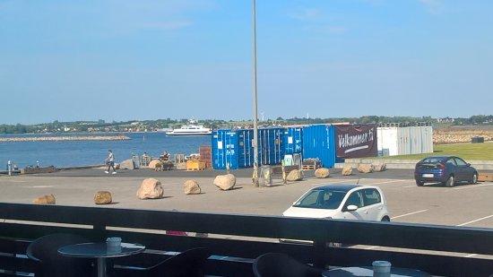 Holbaek, Дания: Færgen er i havn om få minutter.