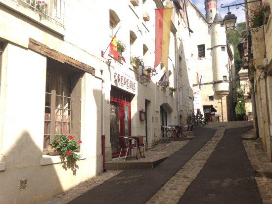 Chinon, Francia: située dans une ruelle tres calme