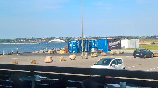 Holbaek, Дания: Om få minutter er færgen i havn