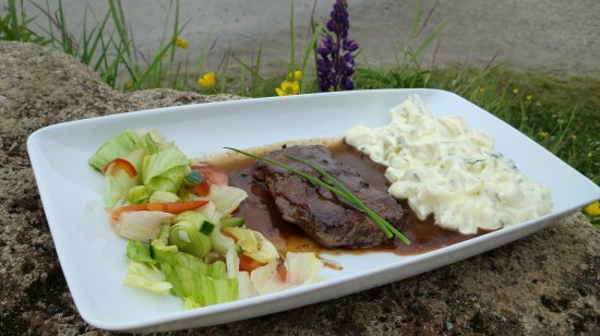 Laukvik, Norway: Beef steak with potato salad, green salad and pepper sauce .